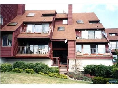 3 Cove Ln N, North Bergen, NJ 07047